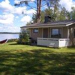 Turo-mökki sijaitsee aivan Onkiveden rannalla. Mökissä on vuoteet kahdelle.