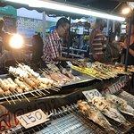 Foto de Saturday Night Market  Walking Street - Wua Lai Road