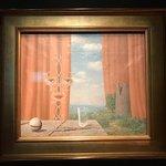 В музее бельгийского сюрреалиста