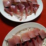 生魚片兩盤