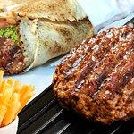 hamburguer (pao sirio, carne bovina , alface maionese e tomate )