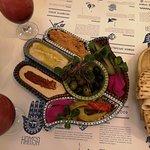Foto de Hamsa Hummus & Happiness Israeli Restobar