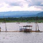 pemandangan sekitar danau