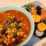 Taste Lübeck Essen: hausgemachte Chili Con Carne mit frischem Salat (alternativ auch mit Brot)