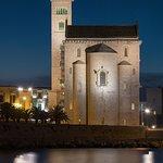 Trani - La meravigliosa cattedrale vista dal Faro rosso