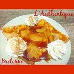 Crêpe «Tatin» : Caramel au Beurre Salé Maison, Pommes fruit, Chantilly, Cannelle