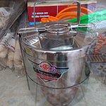 Es un cacharro de uso tradicional en los Andes, para comer caliente en medio del frío