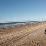 playa en dirección barrio las dunas, camino que lleva al camping americano.