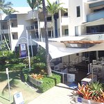 Hi Tide by the Beach, located on the Esplanade overlooking Four Mile Beach. Open daily from 7am.