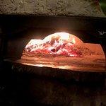 燃え盛るPizza窯