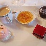 Délicieux café gourmand avec le petit cochon