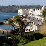 This picture is of West Hoe, looking out to sea on your right. You can park at the edge of the road and look out to sea or wander over the grassy area. Climb Smeaton's Tower or wander down to the shingle beach or the gorgeous Lido Pool.