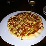 Apple crumble dessert pizza