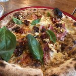 The Oven Pizzeria의 사진