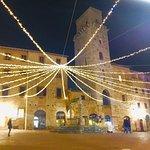 Photo de Piazza della Cisterna