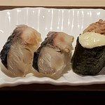 Nigris mit Makrele und Thunfischsalat