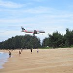 Avion qui atterit a Phuket International Airport