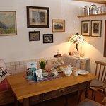 Nostalgie-Ecke mit Kanappee und Afternoon Tea Gedeck