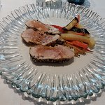 Tagliata di tonno, riduzione di mirto e verdure al forno