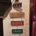 """"""" La vie est trop courte pour boire du mauvais vin """""""