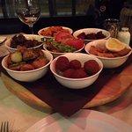 Foto van Friends Lounge Bar & Restaurant