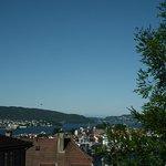 Ausblick über die Stadt und den Fjord