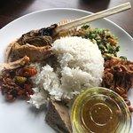 Bilde fra Nasi Ayam Kedewatan Ibu Mangku - Seminyak
