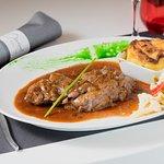 Le chef du Divino's propose ce morceau de connaisseur : l'araignée de boeuf. Elle est servie poêlée avec une sauce échalote, accompagné d'un gratin dauphinois et de petits légumes. 22€