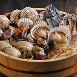 新鮮な貝やこだわりの干物を七輪で焼いてお召し上がり下さい