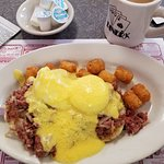 Excellent large Benedict with lots of tasty Hollandaise sauce