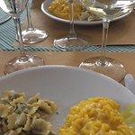 risotto alla milanese e ravioli burro e salvia