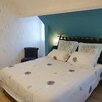 La chambre « mésange » peut accueillir 2 personnes. Elle est dotée d'un lit en 160 x 200.