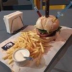 Cerveja artesanal de Poços de Caldas com Becco Burger Bom lugar Atendimento simpático! Valeu!