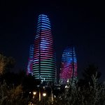 «Башни пламени» ночью