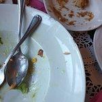 Το πορσελάνινο πιάτο της σαλάτας ήταν σπασμένο