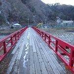 赤い綺麗な橋が有ります