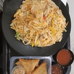 Valokuva: Box thai wok' n fast food