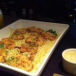 Spaguetti com filet de frango temperado com espinafre e ervas finas.