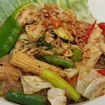 Chicken with vegetables and vermicelli noodles.