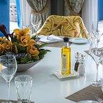 Tischgedeck mit Blumen