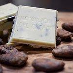 CHOCOLATE BLANCO CON NIBS DE CACAO