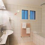 Badezimmer im Doppelzimmer  Hotel Hirschen Grindelwald