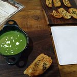 Cream of Spinach soup n garlic bread
