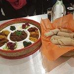 Habesha Special med Kej Wott (med nötkött) - olika röror och en köttgryta. Färskost, spenat oc