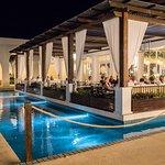 Tous les terrasses des restaurants sont entourées de plan d'eau.