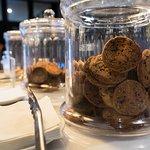 Le Mike's café sert aussi des biscuits et des pâtisseries.