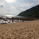 La plage Merlin à marée basse où l'on accède directement à pied depuis l'hôtel