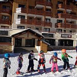 Little skiers in front of Oree es pistes