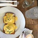 תמונה של Sidewalk Cafe