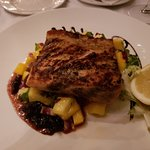 Grilled salmon with mango salad and spinach